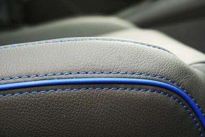 Seat-Leon-Buffalino-Leder-Zwart-Bies-Blauw-Detail-300x200