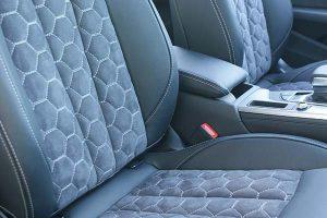 Audi-A4-Buffalino-Leder-Alcantara-Zwart-Honingraadpatroon-300x200
