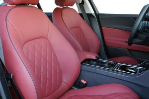 Jaguar-X-Type-XE-Buffalino-Leder-Bordeaux-Diamond-Stiksel-Geborduurd-Logo-300x200