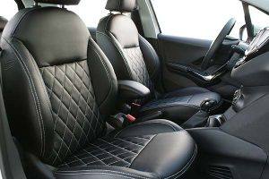 Peugeot-208-Alba-eco-leather-Zwart-Diamond-Stiksel-Wit-300x200