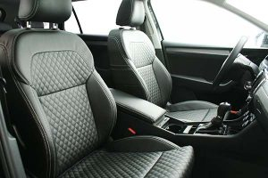 Skoda-Superb-Eco-leather-Zwart-Diamond-Stiksel-Voorstoelen-300x200