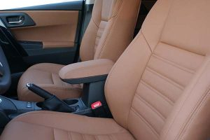 Toyota-Auris-Eco-leather-Kaneelbruin-Voorstoelen-300x200